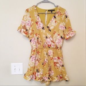 One Clothing Yellow Floral Lacey Romper Size Small